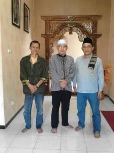 bersama alumni, ustad abd. muiz